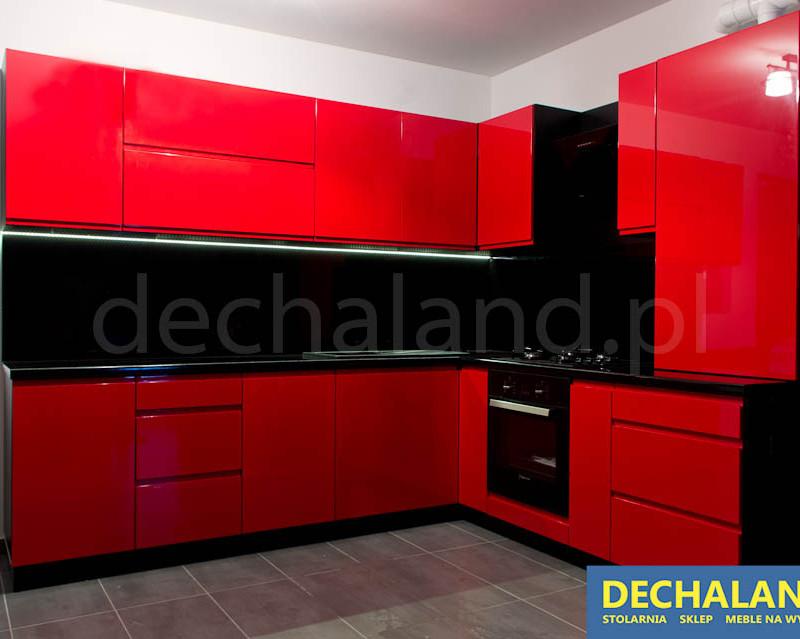 Nowoczesna kuchnia czerwono-czarna